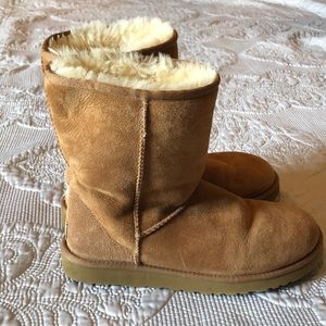 UGG boots chestnut brown size 9